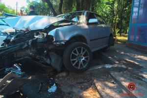 Водитель влетевшей в здание легковушки пытался уйти от столкновения с другим автомобилем. Новости Днепра
