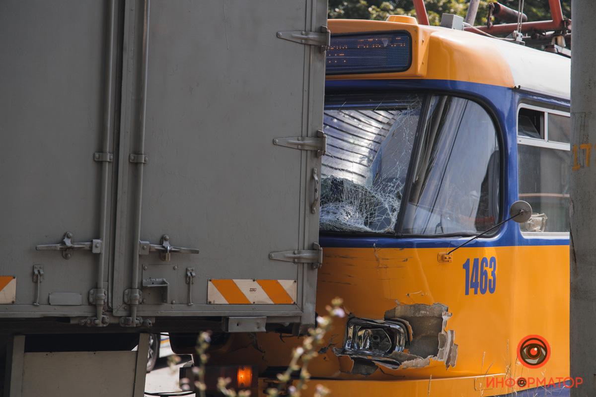 В Днепре столкнулись грузовик и трамвай. Новости Днепра