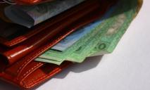 Зарплаты украинцев по областям: где стали больше платить