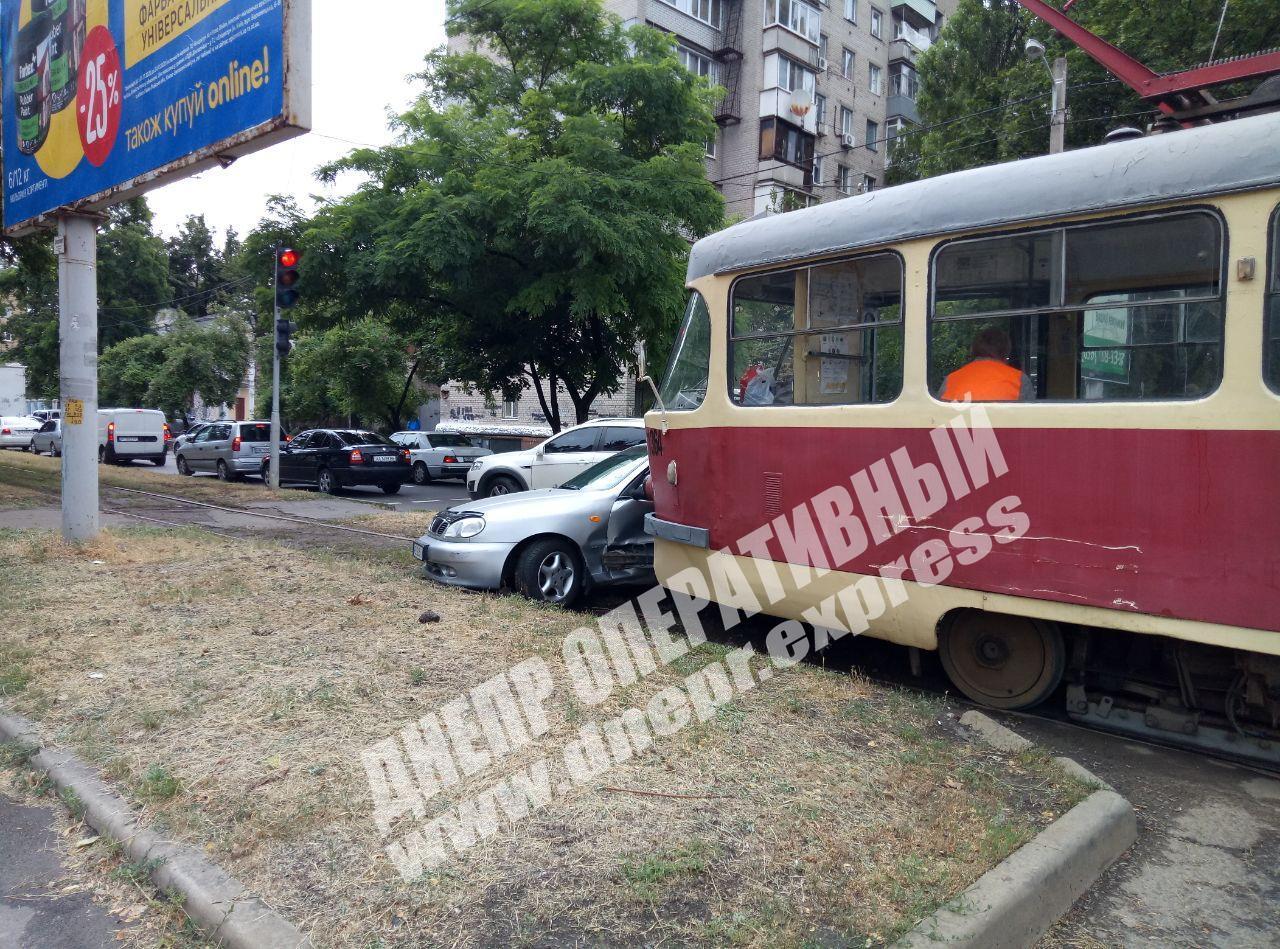В Днепре произошло ДТП с трамваем. Новости Днепра