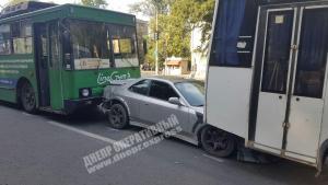 В Днепре произошло тройное ДТП с участием общественного транспорта. Новости Днепра