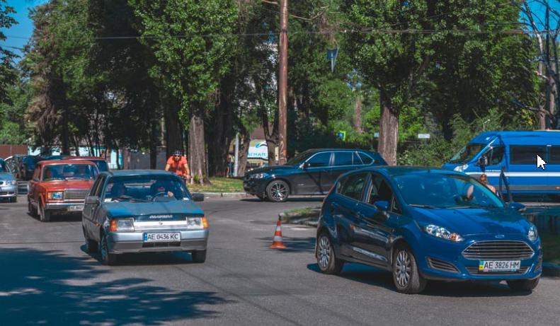Днепрянка переходила дорогу по пешеходному переходу, когда ее сбило авто. Новости Днепра
