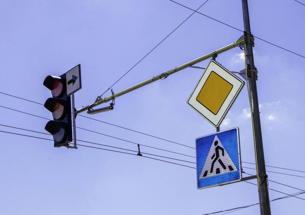 Новости Днепра про Жизнь и здоровье водителей и пешеходов - это высшая ценность: как в Днепре делают более безопасным дорожное движение