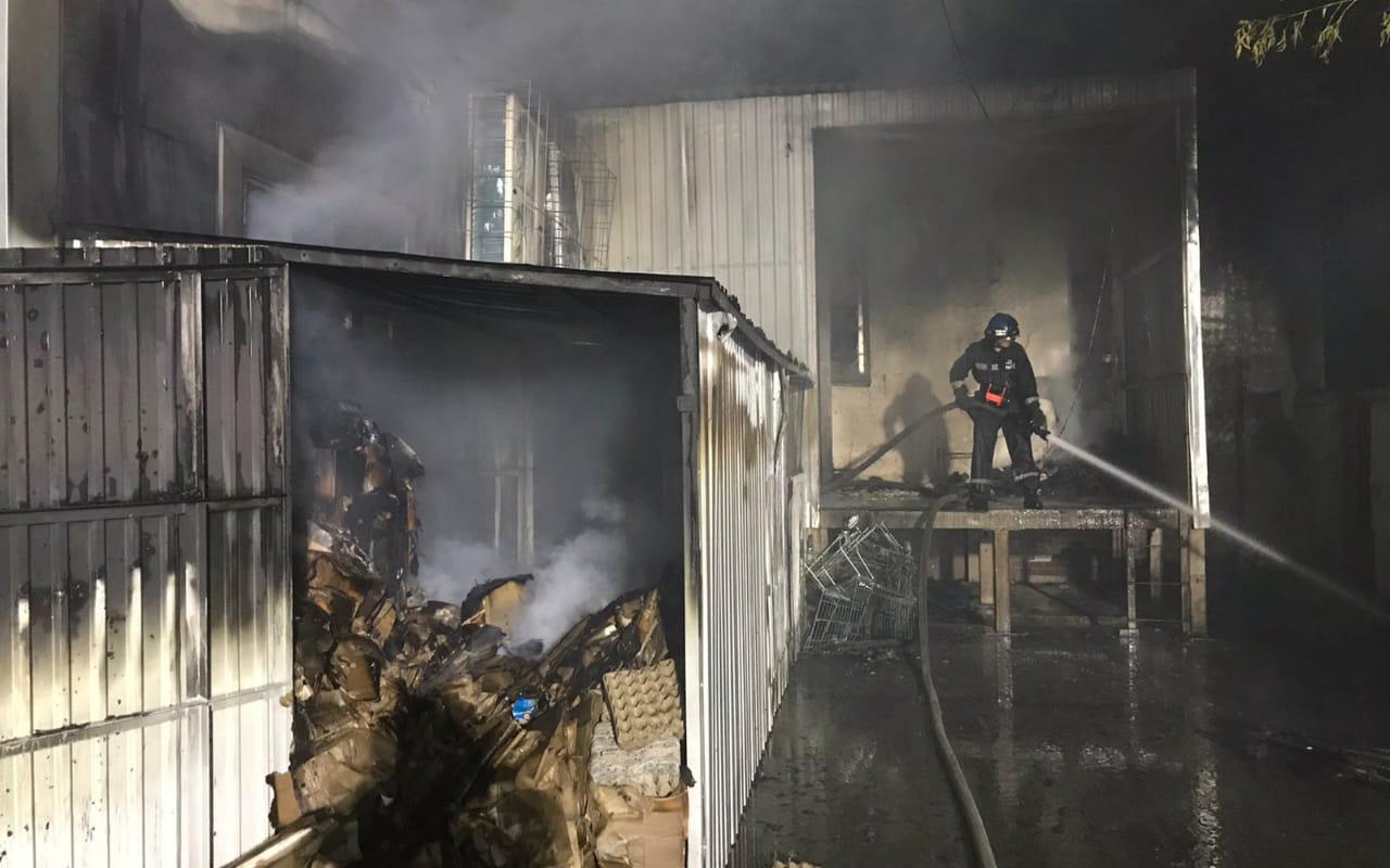 Из-за короткого замыкания загорелся супермаркет. Новости Днепра