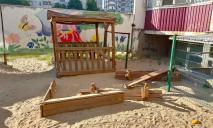В Днепре вандалы уничтожили детскую площадку