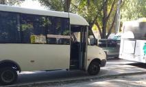 «Не хочу тебя обслуживать, калека»: в Днепре водитель защемил дверью инвалида