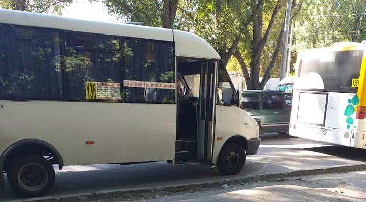 Новости Днепра про «Не хочу тебя обслуживать, калека»: в Днепре водитель защемил дверью инвалида