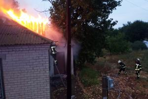 С огнем боролись спасатели. Новости Днепра