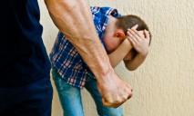 «Угрожал, материл и бил»: в Днепре мужчина напал на ребенка