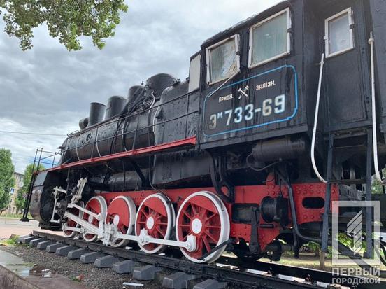 По непонятным причинам загорелся памятник паровозу. Новости Днепра