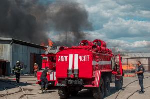 В Днепре до сих пор тушат масштабный пожар на складах. Новости Днепра