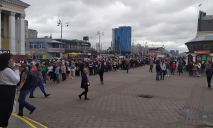 «Сотни метров»: в Киеве образовалась огромная очередь в метро