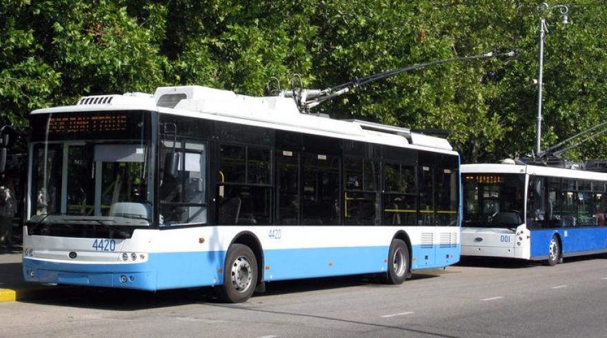 троллейбус сбил женщину, которая перебегала дорогу в неположенном месте. новости Днепра