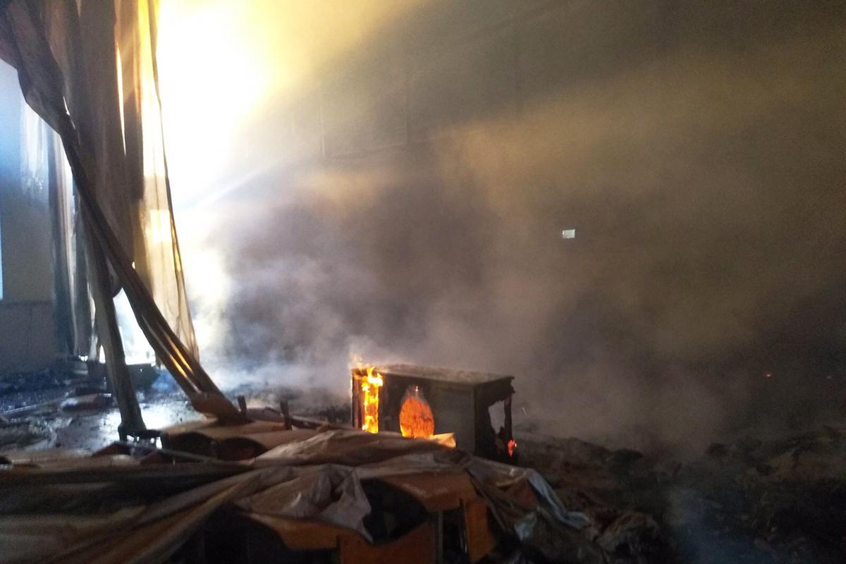 Пожар полыхал на 300 квадратных метрах. Новости Днепра