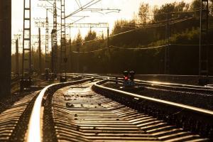 За рулем была женщина, которая не заметила поезд и выехала на переезд. Новости Днепра