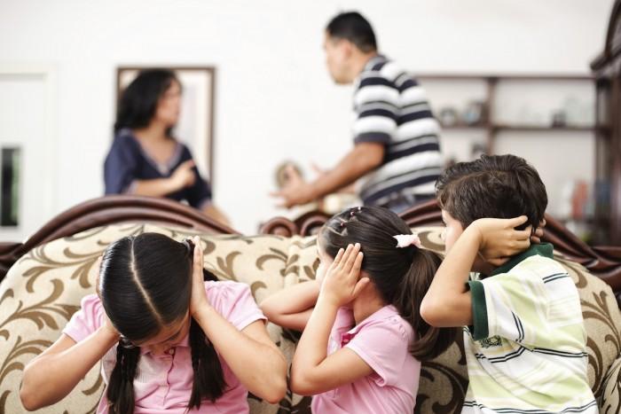 Мужчина издевался над своим приемным сыном, оказывая на него психологическое давление. Новости Днепра