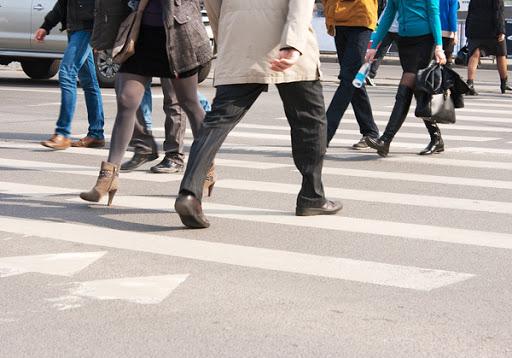Женщина переходила дорогу в запрещенном месте. Новости Днепра