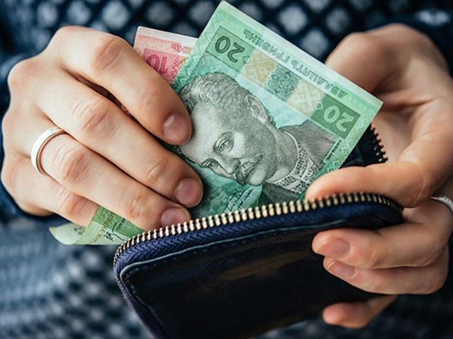 Повышение минимальной зарплаты в Украине до 5000 гривен, предложенное президентом Владимиром Зеленским, позволит увеличить поступления в госбюджет. Новости Украины