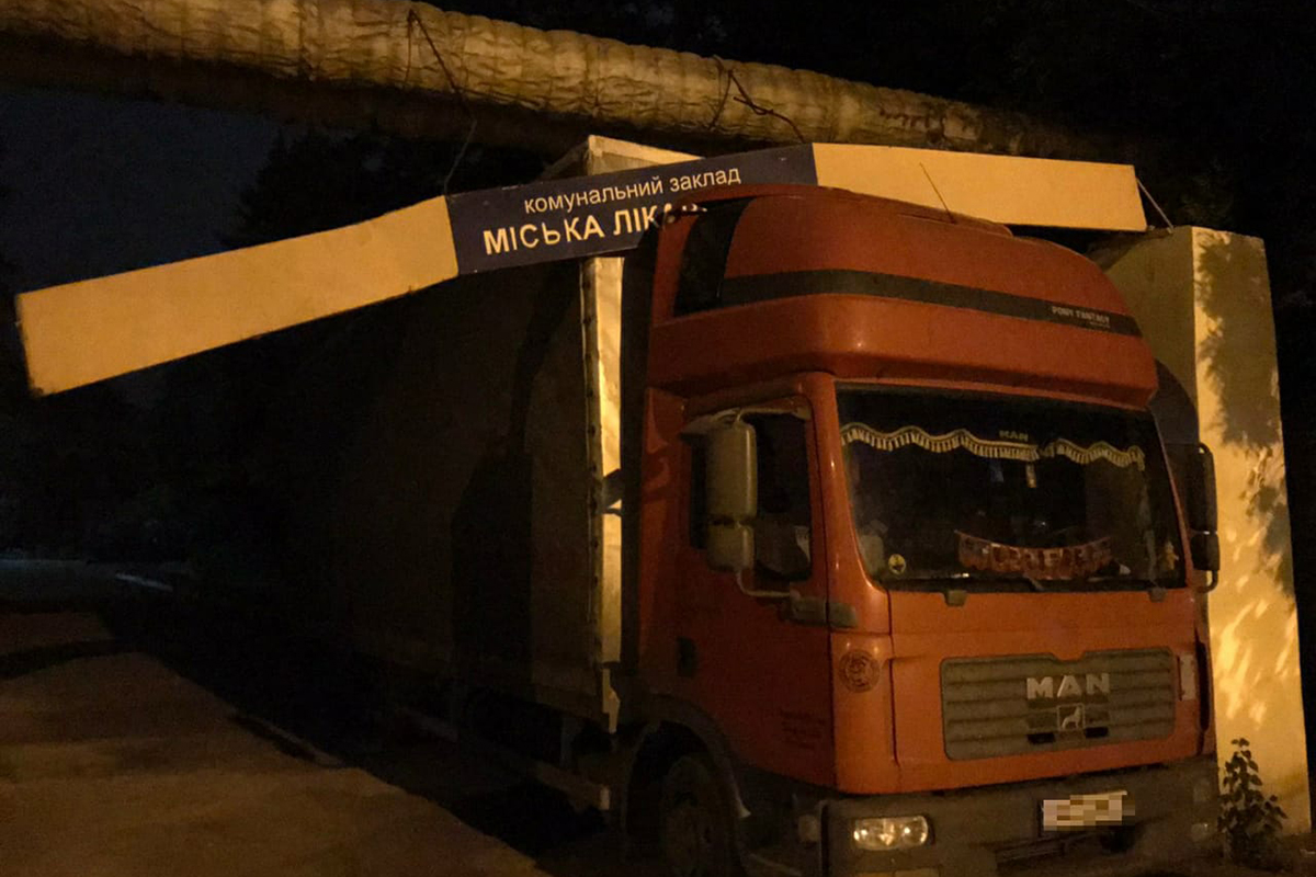Спасатели вытащили грузовик из ловушки. Новости Днепра