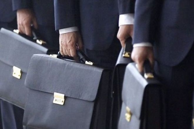 Конституционный суд признал, что ограничение заработных плат государственных служащих и судей в период карантина является незаконным. Новости Украины