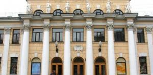 В Днепропетровском академическом театре драмы и комедии устанавливают современную осветительную и звуковую аппаратуру. Новости Днепра