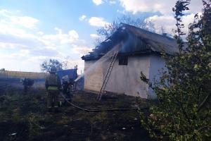 Новости Днепра про Горели жилой дом, летняя кухня и сарай: есть пострадавшие