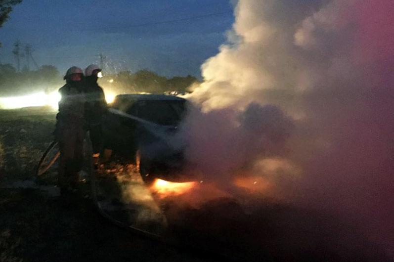 Пожар возник во время того, когда водитель был внутри машины. Новости Днепра