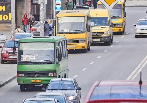 В Днепре водитель маршрутки нарушает правила дорожного движения. Новости Днепра