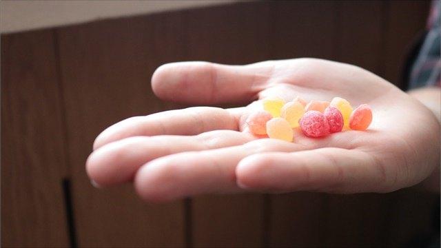 В Днепре мужчина заманивает детей конфетами. Новости Днепра