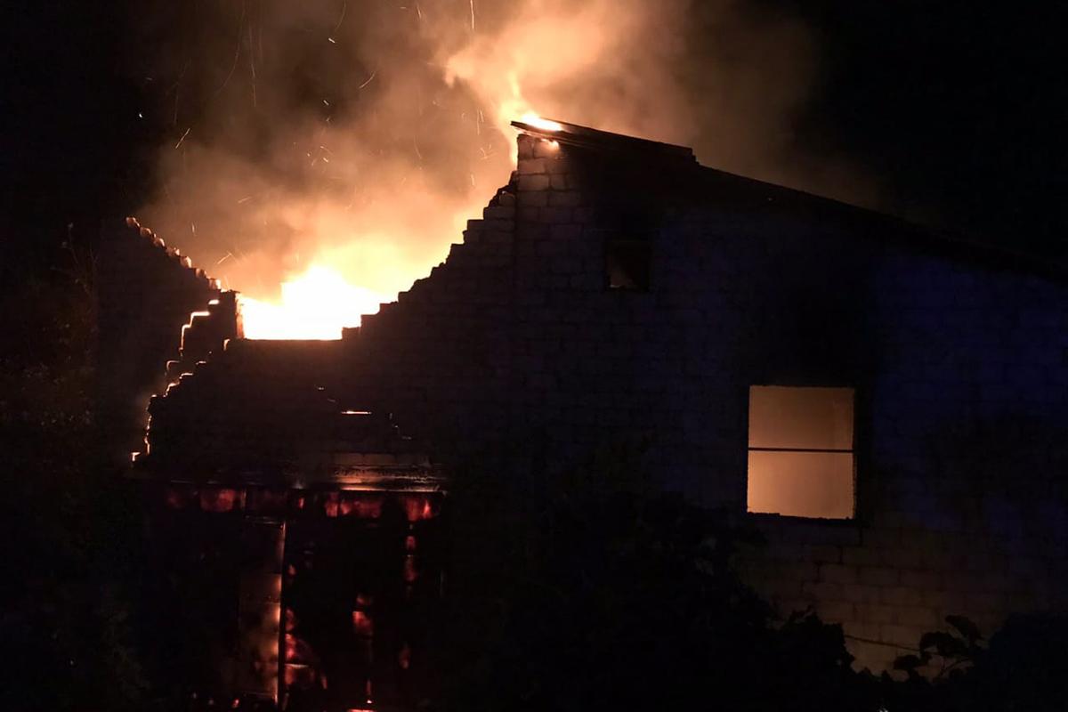 Пожар уничтожил имущество в жилом доме. Новости Днепра