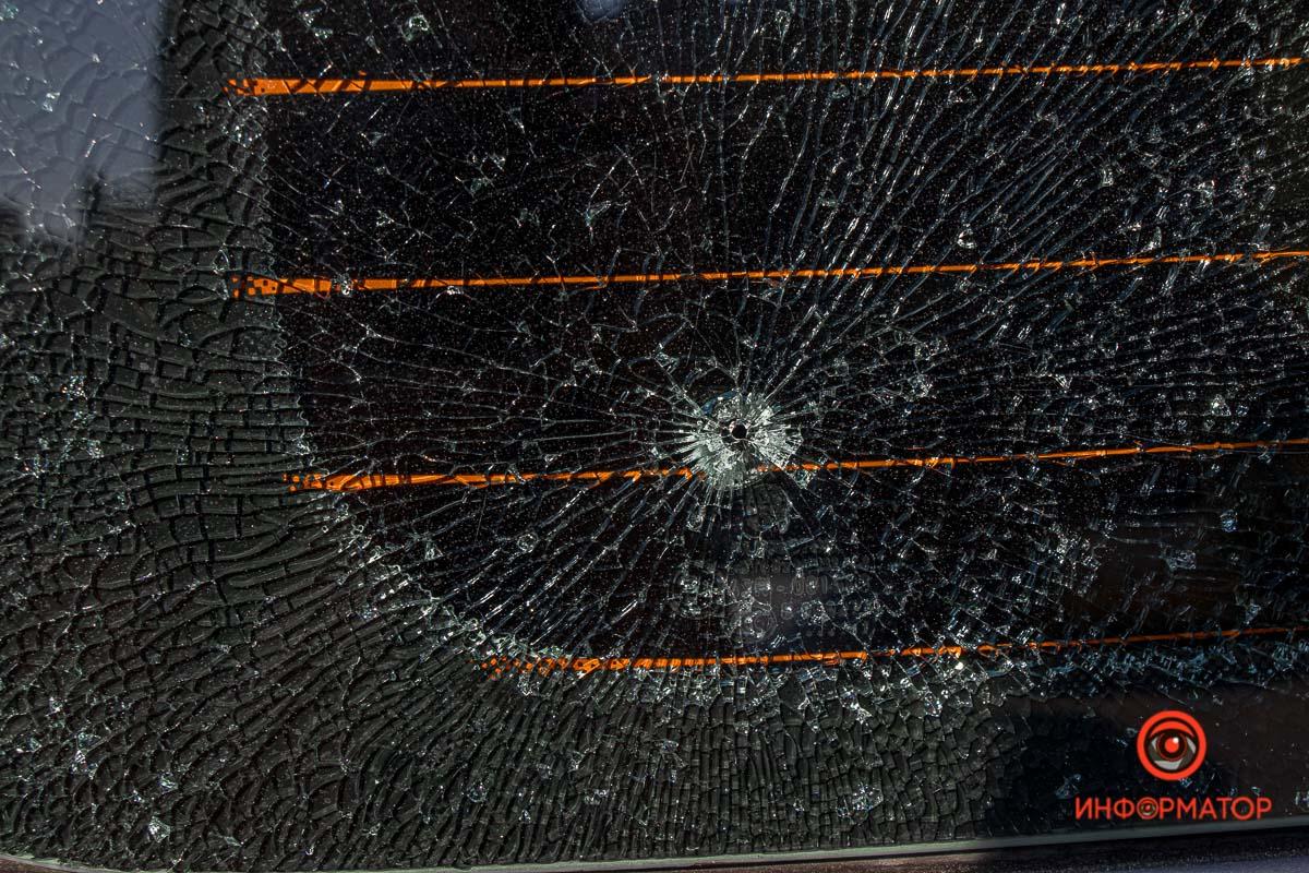 В Днепре неизвестные обстреляли в машину. Новости Днепра