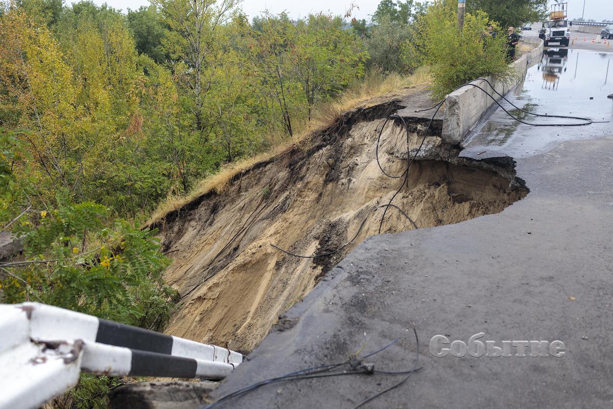 Обрушилась часть моста. Новости Днепра