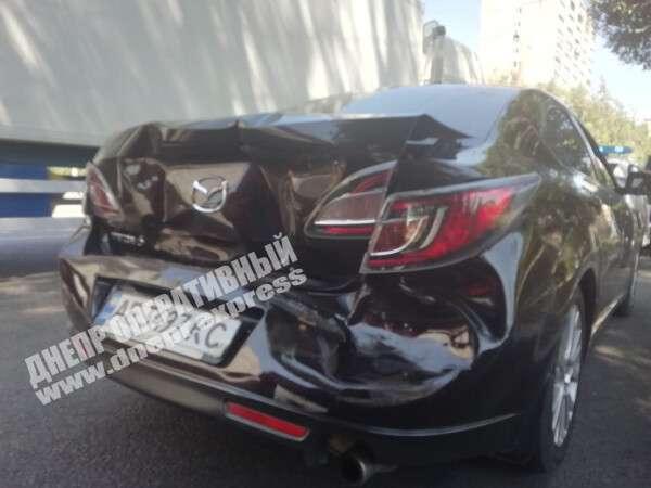Грузовик врезался в авто. Новости Днепра