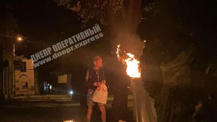Новости Днепра про В Днепре бездомный устроил пожар на мусорке