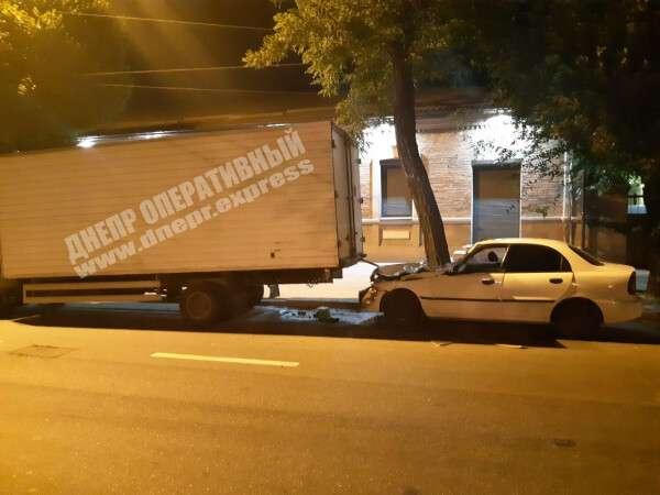 ДТП в Днепре: пострадал водитель легковушки. Новости Днепра