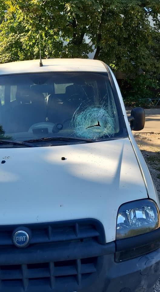 Мужчина разбивает автомобили. Новости Днепра