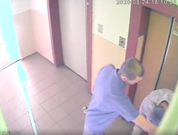 В Днепре неизвестные пытались взломать квартиру. Новости Днепра