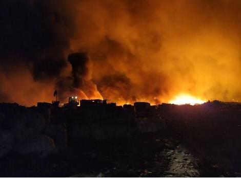 Недалеко от города горит огромная свалка. Новости Днепра