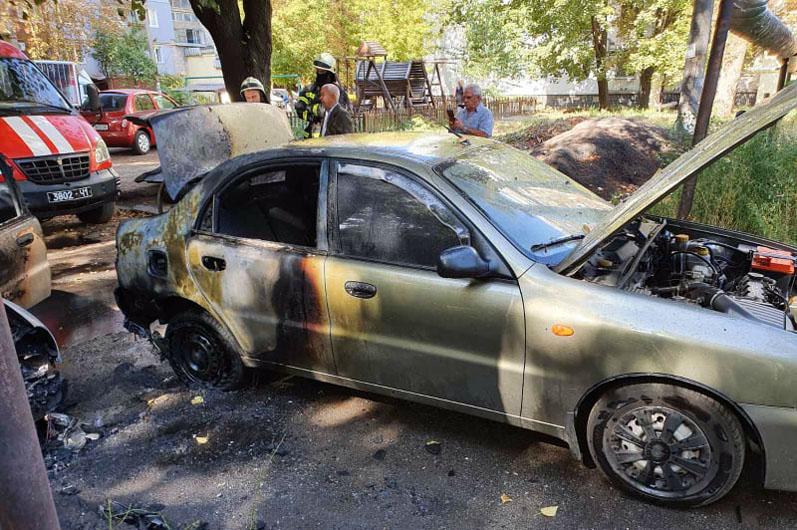 В области огонь уничтожил автомобиль. Новости Днепра