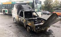 В Днепре воспламенился автомобиль: подробности