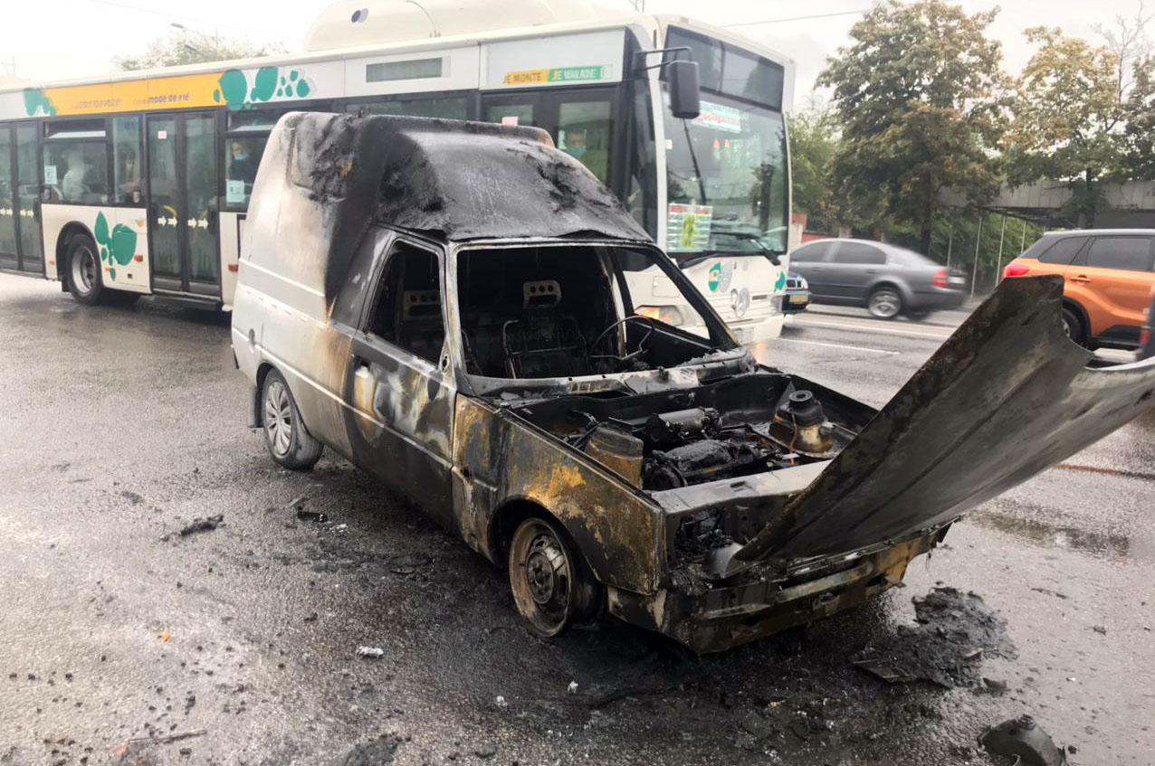 В Днепре загорелся автомобиль. Новости Днепра