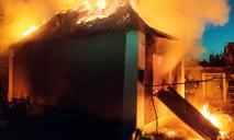 Пожар: огонь охватил жилой дом