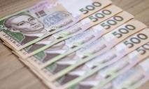 Глава Кабмина назвал достаточный для жизни размер зарплаты