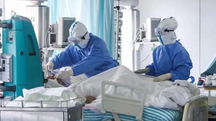 В Украине зафиксирован антирекорд по госпитализации с COVID-19 COVID-19 в Днепре и области: сводка, динамика заболеваемости COVID-19 в Украине, третий день подряд более 3 тысяч новых случаев Количество зараженных стремительно увеличивается: COVID-19 в Днепре В Днепре зафиксировано еще две смерти от коронавируса . Новости Днепра