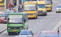 В Днепре чуть не избили маршрутчика, который высадил из автобуса беременную женщину