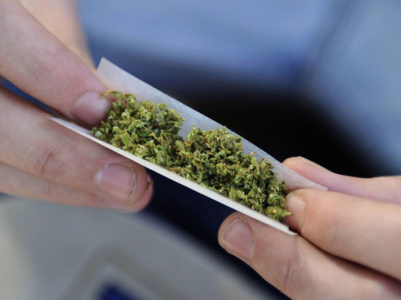 Мужчина предлагал патрульным покурить марихуаны. Новости Днепра