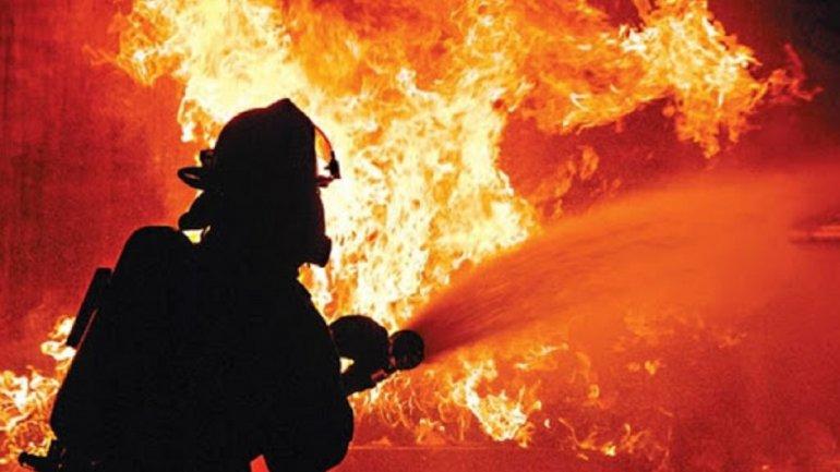 На месте работали сотрудники Службы спасения, которые работали над ликвидацией происшествия. Новости Днепра