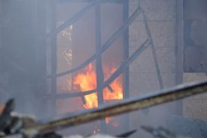 В Днепре горел дом, пострадал мужчина. Новости Днепра