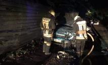 В Днепре спасатели тушили пожар в автомобиле