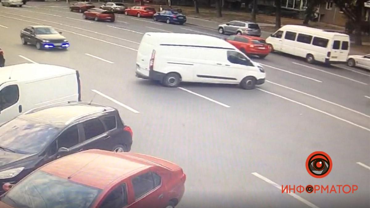 В Днепре авто каталось по дороге без водителя. Новости Днепра